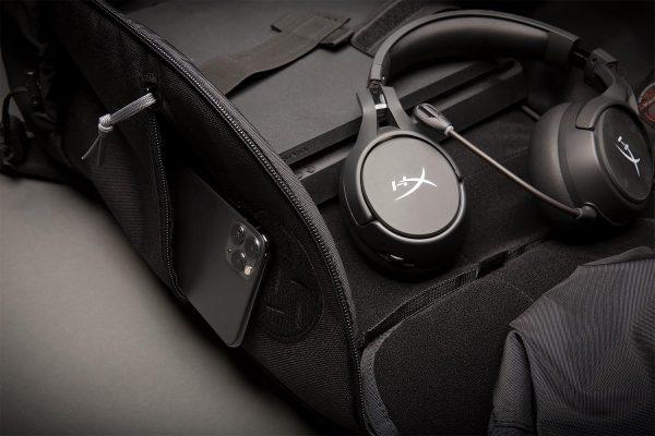 APT-ESUB_PS4-Headphones_close-up_2N3A1160_1500x1000